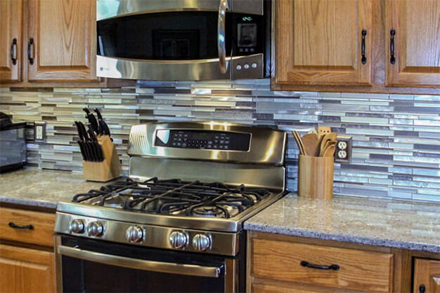 glass-tile-mosaic-backsplash-plymouth-cabinetry-design-wisconsin