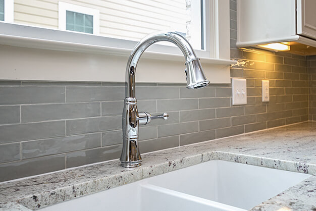 gray-subway-tile-backsplash-plymouth-cabinetry-design-wisconsin-ss1066001042