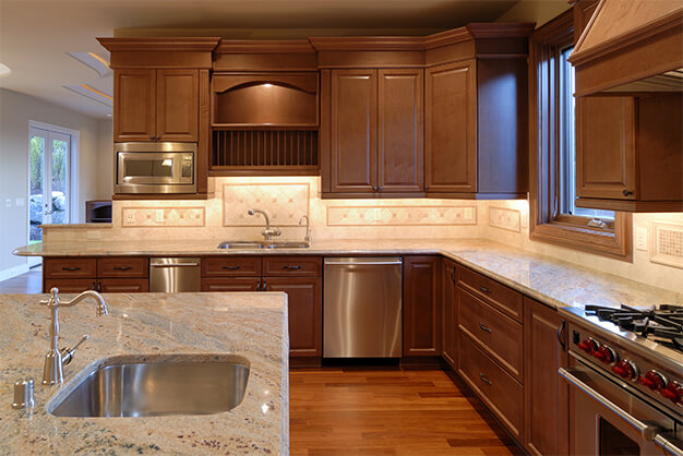 kitchen-medium-wood-plymouth-cabinetry-design-wisconsin-ss10903303