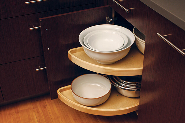 pullout-corner-cabinet-insert-kitchen-durasupreme-plymouth-cabinetry-design-wisconsin